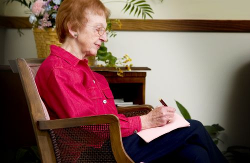 bridgewater-4-ways-to-stay-busy-in-your-assisted-living-apartment